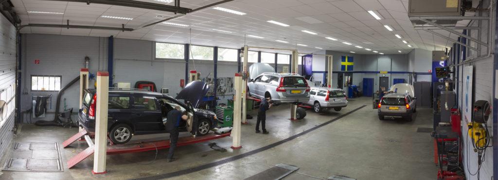 Auto's in de werkplaats